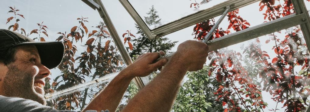 Greenhouse venting